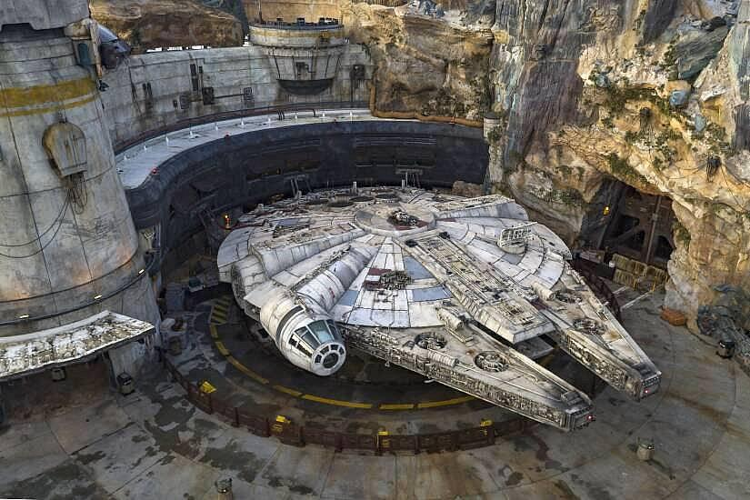 Star Wars: Galaxy's Edge and Welcomes Thousands of Guests to New Land at Walt Disney World Resort