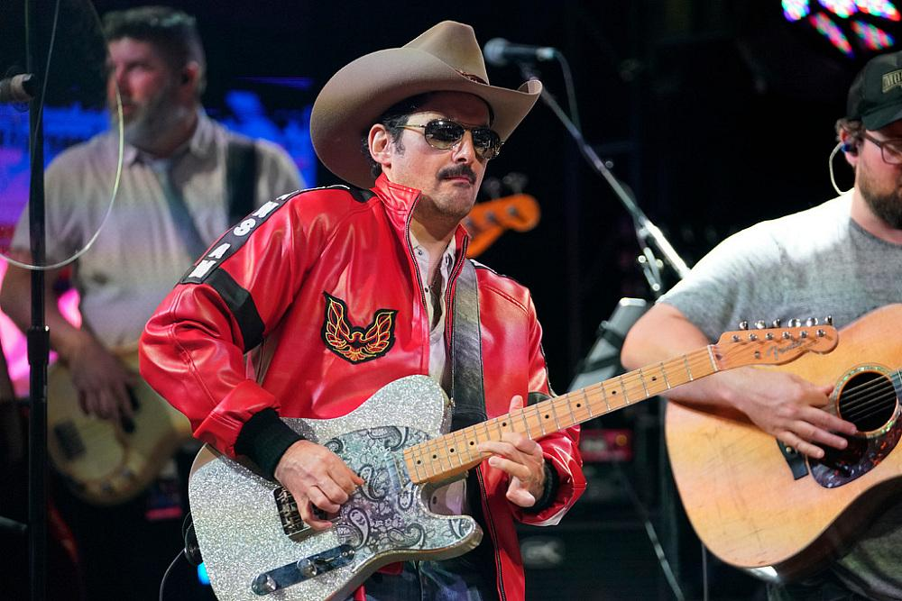 Brad Paisley performs onstage during Nashville's 80's dance party to end ALZ benefitting the Alzheimer's Association on September 29, 2019 in Nashville, Tennessee. (Photo by Ed Rode/Getty Images for Alzheimer's Association)