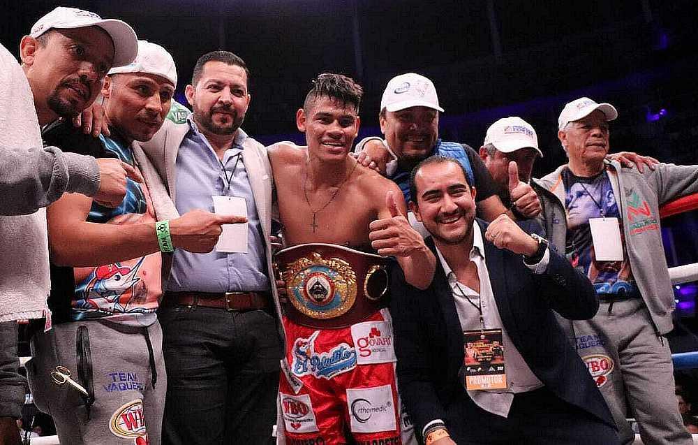 Navarrete KOs Horta to Retain Junior Featherweight World Title