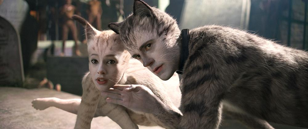 """Victoria (Francesca Hayward) and Munkustrap (Robbie Fairchild) in """"Cats,"""" co-written and directed by Tom Hooper.  Photo Credit: Universal Pictures"""