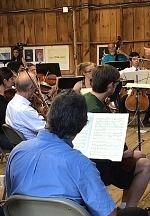 Carolina-Hengstenberg-rehearsing-orchestra