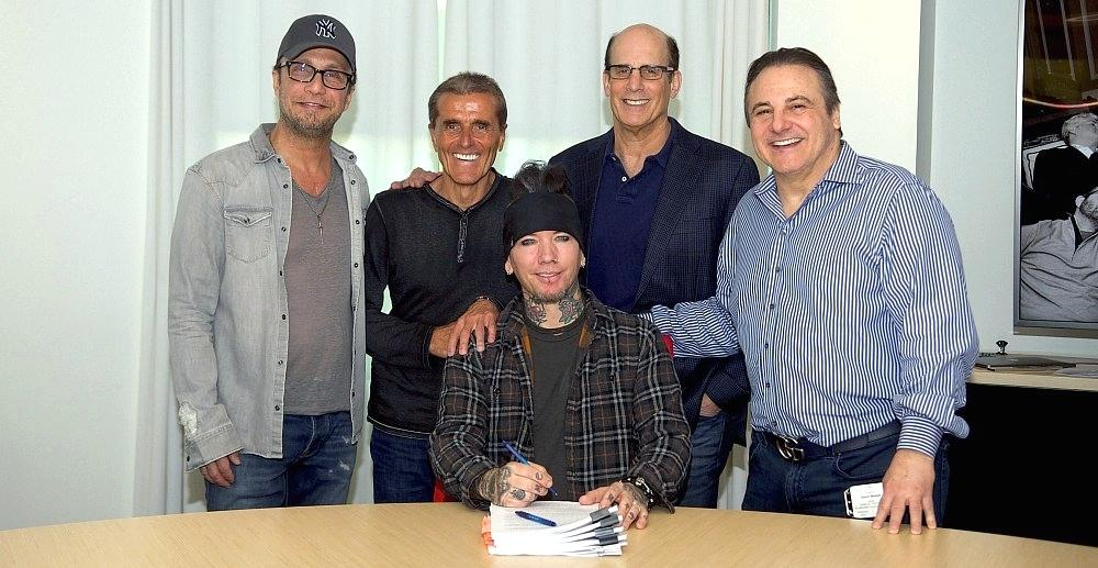 DJ Ashba Signs With Edgeout Records / Universal Music Group / UMe